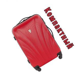 Пластиковый чемодан на четырех колесах клубничный