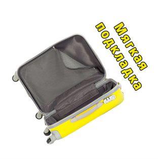 Пластиковый чемодан на четырех колесах насыщенно-лимонный