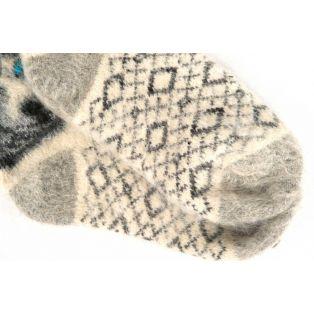 Изящные и стильные новогодние белые шерстяные носки с волчонком