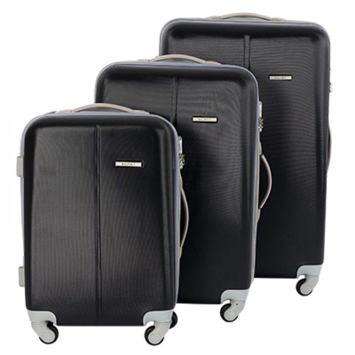 Пластиковый чемодан на четырех колесах черный