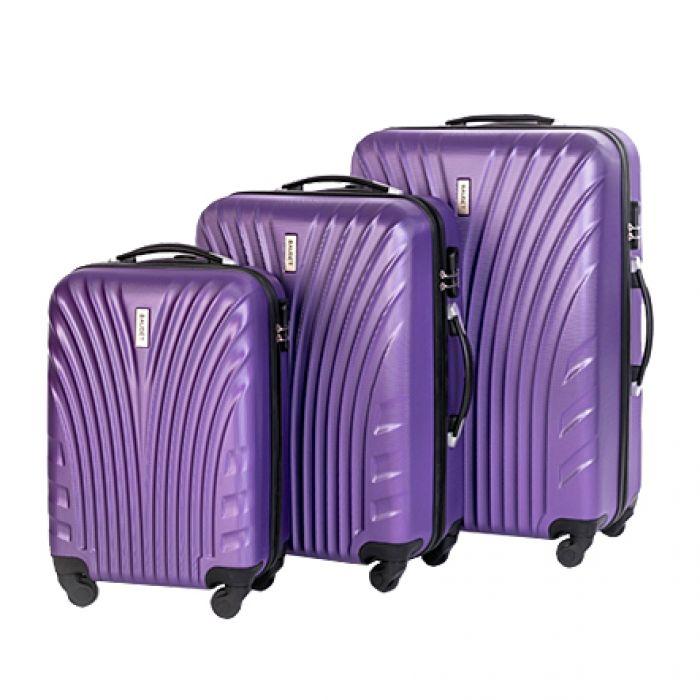 Пластиковый чемодан на четырех колесах фиолетовый