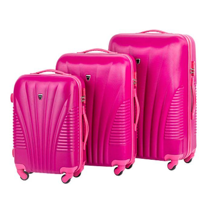Пластиковый чемодан на четырех колесах ярко-розовый