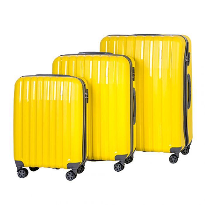 Пластиковый чемодан на четырех колесах ананасовый