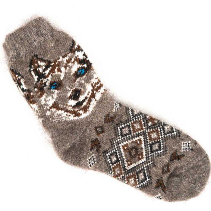 Стильные зимние носки с гордым волком
