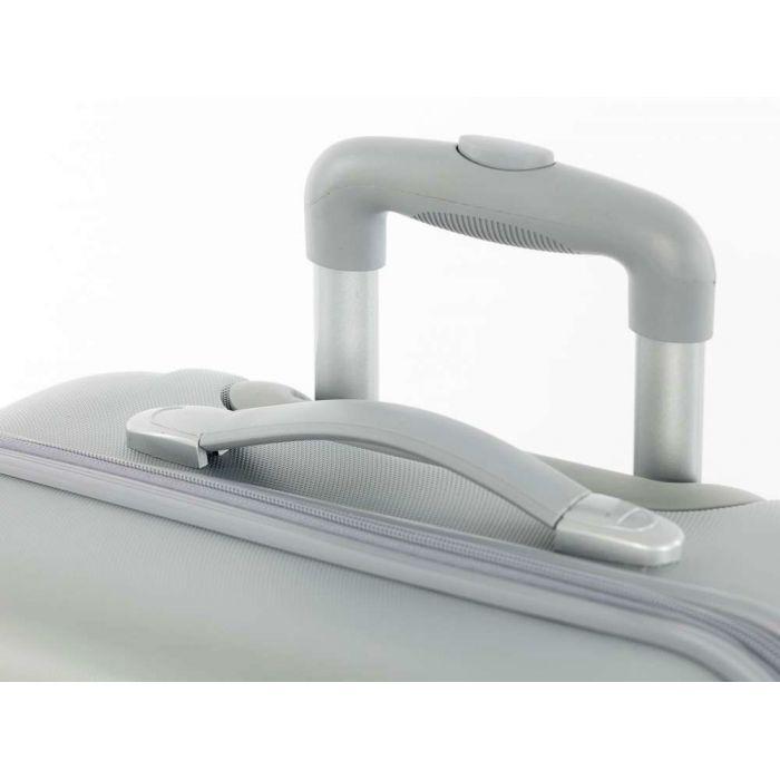 Пластиковый чемодан светло-серый
