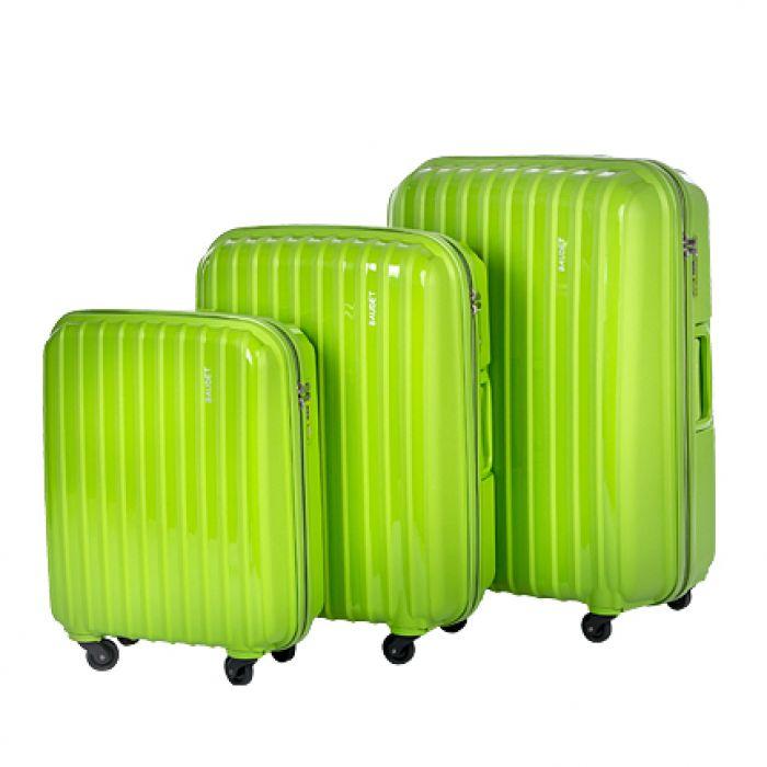 Пластиковый чемодан на четырех колесах зеленый