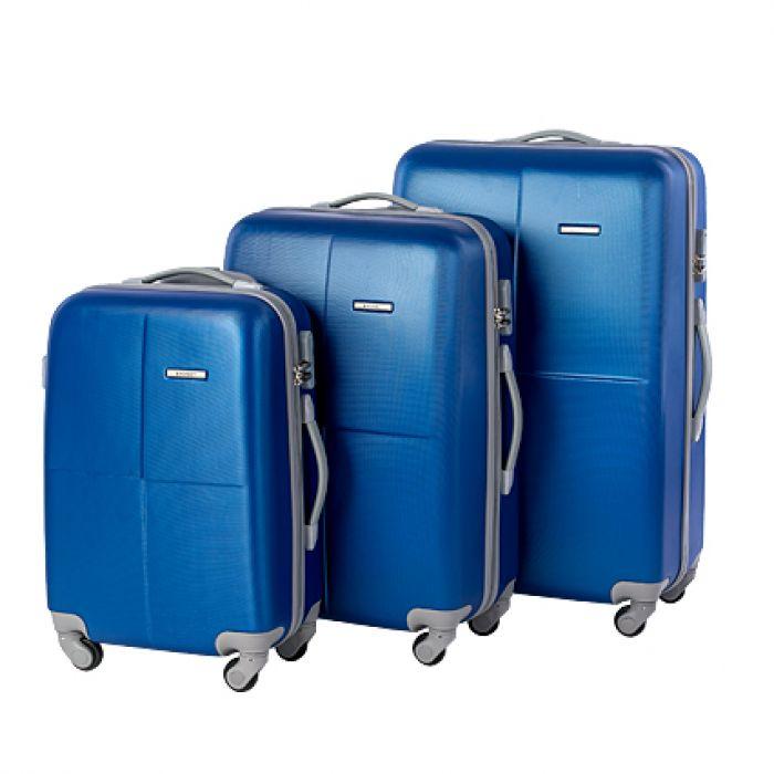 Пластиковый чемодан на четырех колесах лазурный