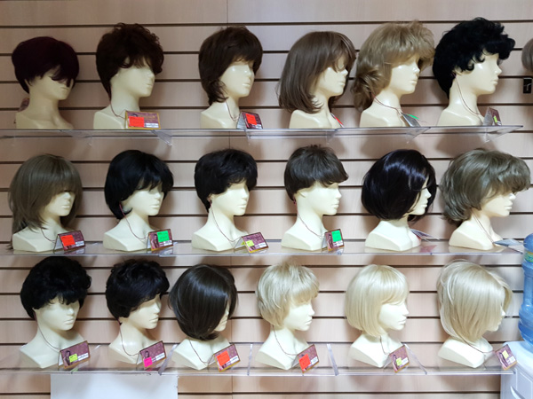 В нашем салоне париков можно купить женские парики по распродаже от 600 рублей.